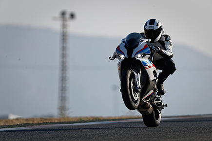 P90327336_highRes_the-new-bmw-s-1000-r.jpg