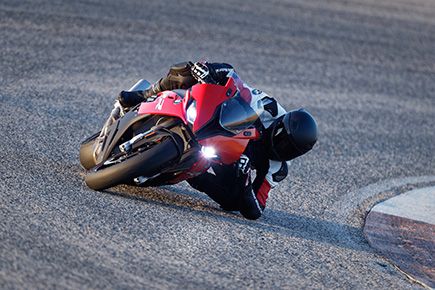 P90327344_highRes_the-new-bmw-s-1000-r.jpg